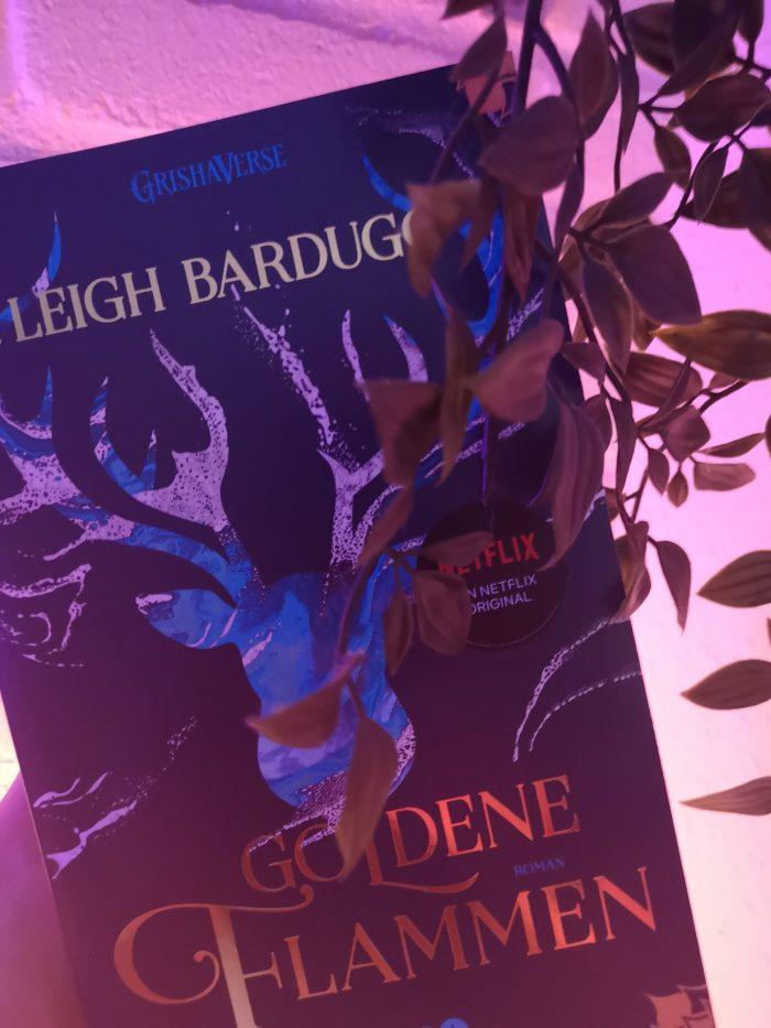 Goldene Flammen. Cover mit einem Hirsch.